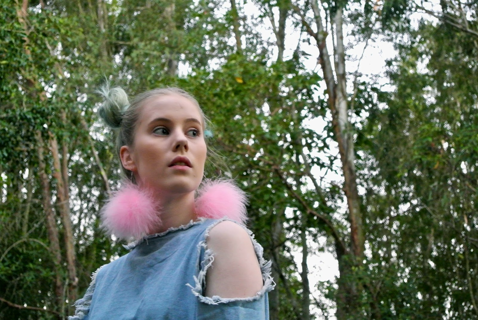 Pip O'Sullivan, Philippa O'Sullivan, outside is colours, outsideiscolours, fashion blog, OOTD, evan-evina, denim dress, distressed denim, frayed denim dress, fashion blogger outfit, marabou feather earrings, pom pom earrings, DIY poms earrings, pink fluffy earrings