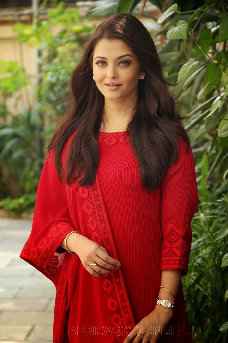 tollywoodcinemablog  aishwarya rai bachchan latest stills at birthday celebrations