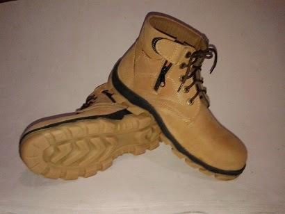 http://www.maddasafety.com/2014/12/sepatu-safety-tali-zipper-mn-07.html