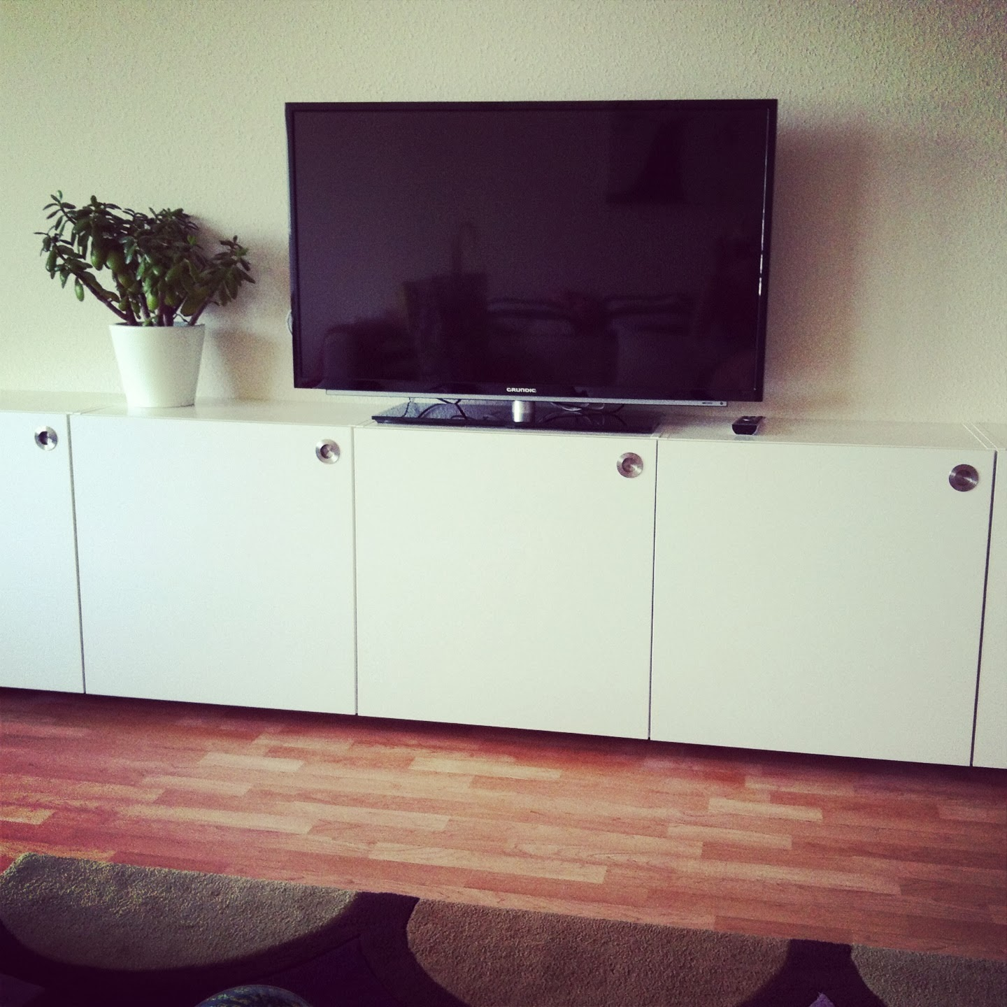 udden tv solution ikea hackers ikea hackers. Black Bedroom Furniture Sets. Home Design Ideas