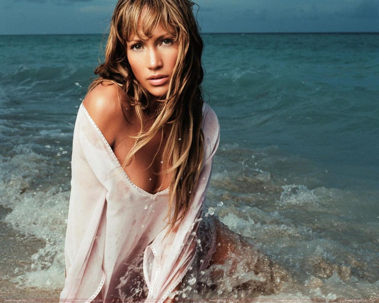 http://3.bp.blogspot.com/-Ofy6j705SY8/TWjm1RDzjsI/AAAAAAAAE0c/s1ftIjcyE3U/s1600/actress_jennifer_lopez_hot_wallpapers_02.jpg