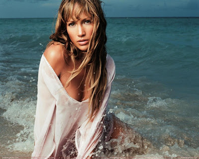 actress_jennifer_lopez_hot_wallpapers_in_bikini_fun_hungama-forsweetangels.blogspot.com