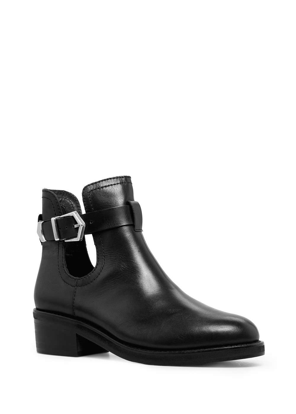 http://mango.es/ES/p0/mujer/accesorios/calzado/botines/botin-piel-aberturas/?id=33030333_02&n=1&s=accesorios&ident=0__0_1414076086503&ts=1414076086503