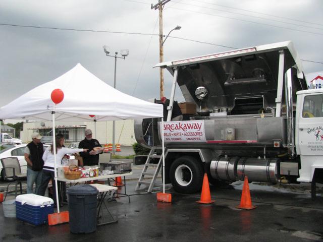 Caminhão tanque é transformado em churrasqueira