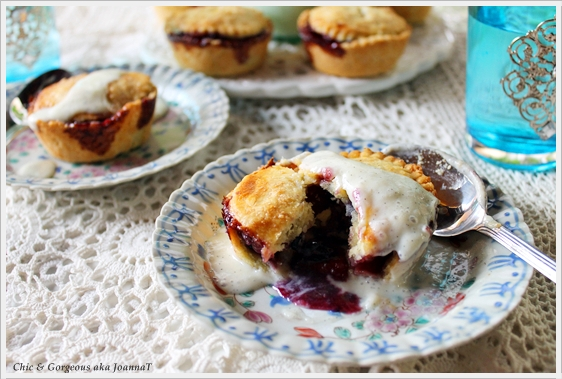 ... Treats: Baking Recipe: Apple and Blueberry Pie with Vanilla Bean Sauce