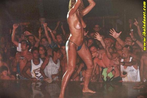 009 Flagras, Gostosas e safadas sem roupa no baile funk (fotos e vídeo)