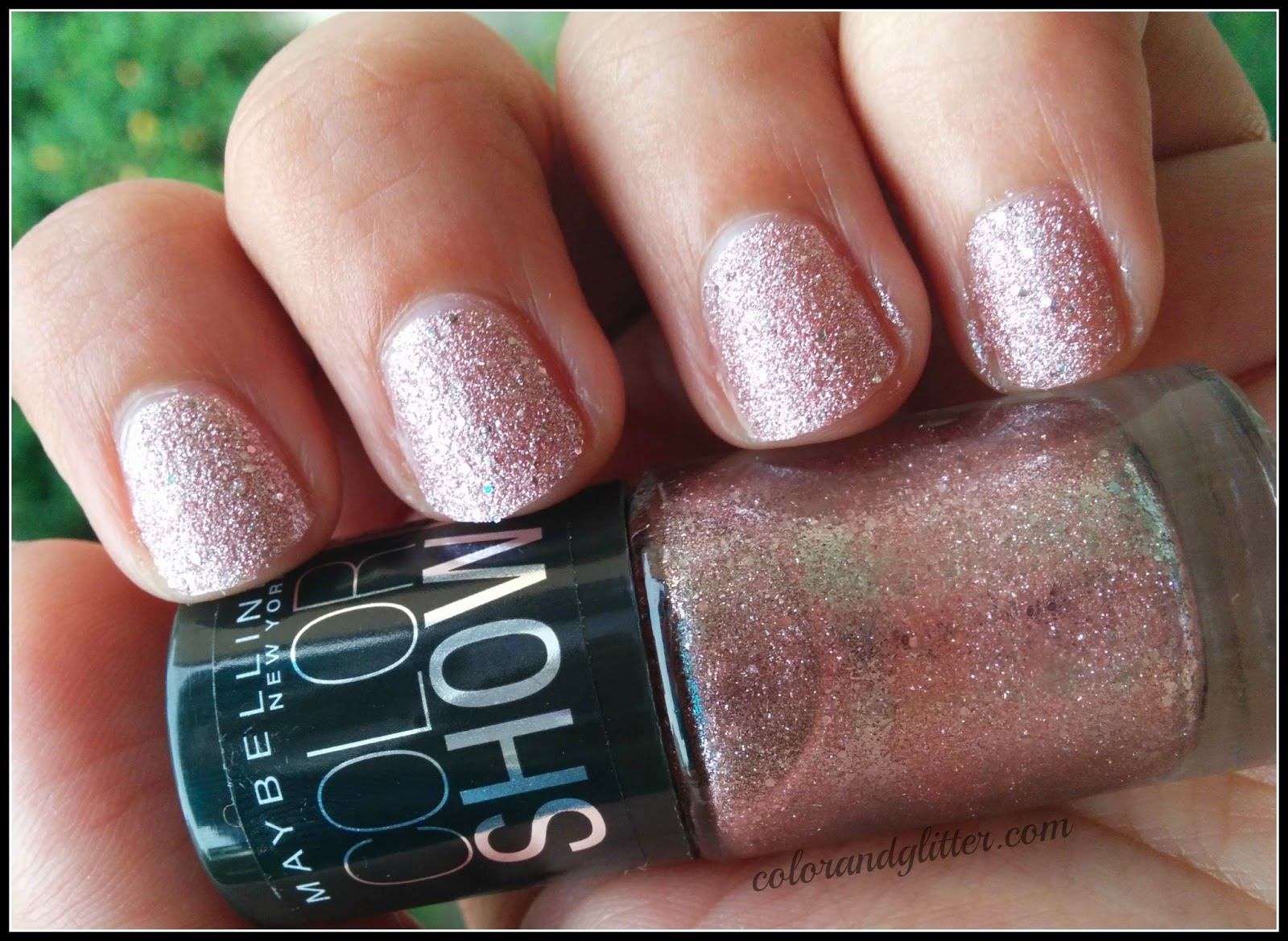 Maybelline Color Show Glitter Mania Nail Polish in Pink Champange || Review and Swatches