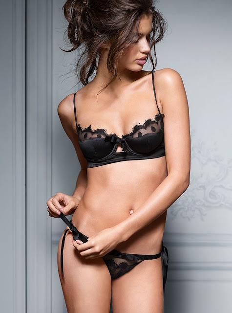 Sara Sampaio sexy in lingerie