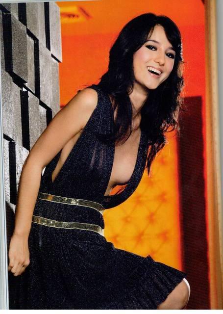 hot indonesian female artist julia estelle