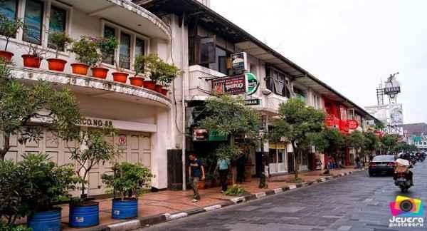 Jalan Braga Bandung dalam Paket Wisata Tour Murah Trans Studio Bandung