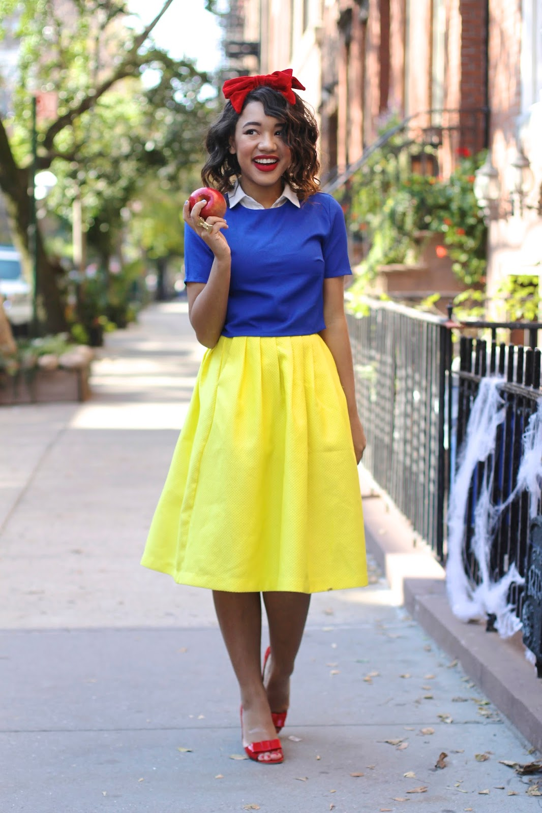 Snow White Halloween Costume - via @Wandeleur