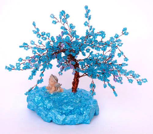 Одно из популярнейших, если не сказать больше, направлений бисерного творчества - это создание миниатюрных бисерных...