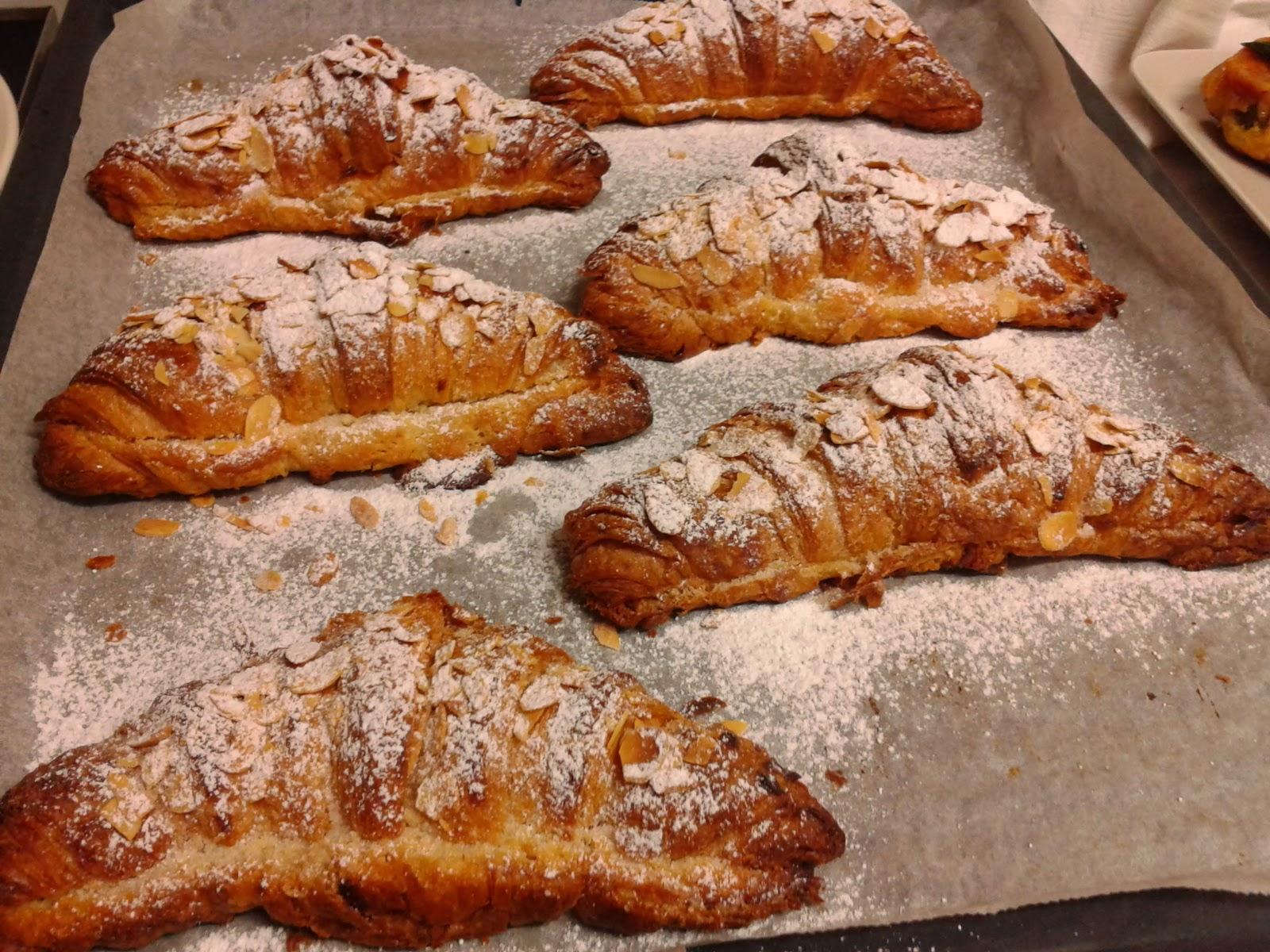 Menjar a cala blanca croissants fourr s la cr me d 39 amandes - Como se hace el almibar ...