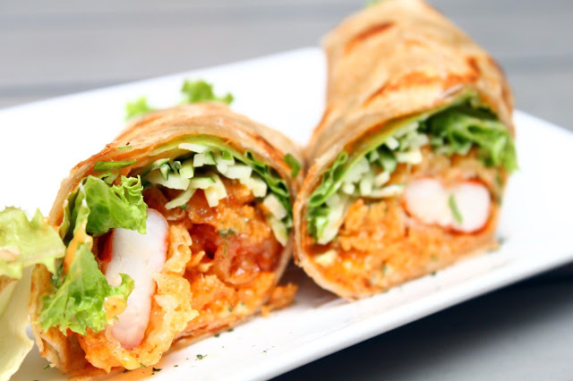 buns and meat fried prawn taco