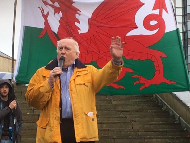 Gwynoro speaking at a Yes Cymru event
