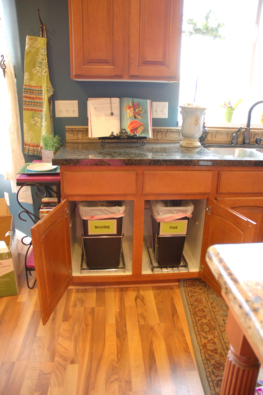 restlessrisa: UNDER CABINET TRASH CANS make me HAPPY HAPPY HAPPY!