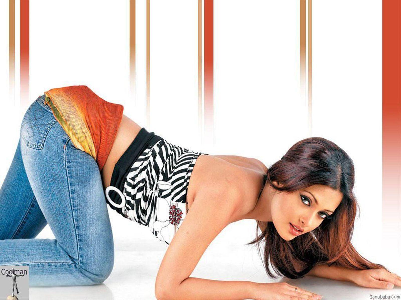 http://3.bp.blogspot.com/-OhfU_5QEzhw/UQ336XhbnGI/AAAAAAAAKk4/nrQn4Lo6jAc/s1600/Bollywood+Cute+Actress+Riya+Sen+Photos+Free+Download6.jpg