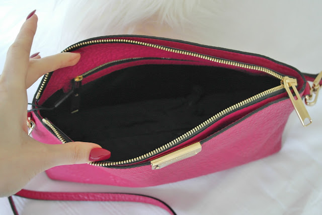 pink Burberry clutch handbag, fashion blogger