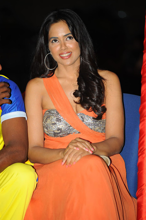 sameera reddy new , sameera reddy at ccl curtain raiser hot images