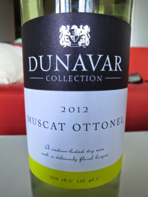 Wine Review of 2012 Dunavar Muscat Ottonel from Mátra, Hungary