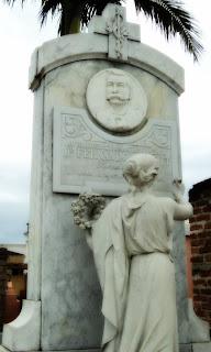 Cemitério de São Gabriel - Jazigo de Fernando Abbott