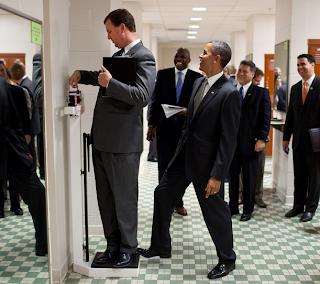 barack obama, eua, eleiçoes, politica, humor imagens, obama é doido, eu soi é doido, pesando, balança, eleiçoes nos estados unidos, mitt romney, obama wins, 20 fotos que provam que barack obama é um cara legal, eu adoro morar na internet