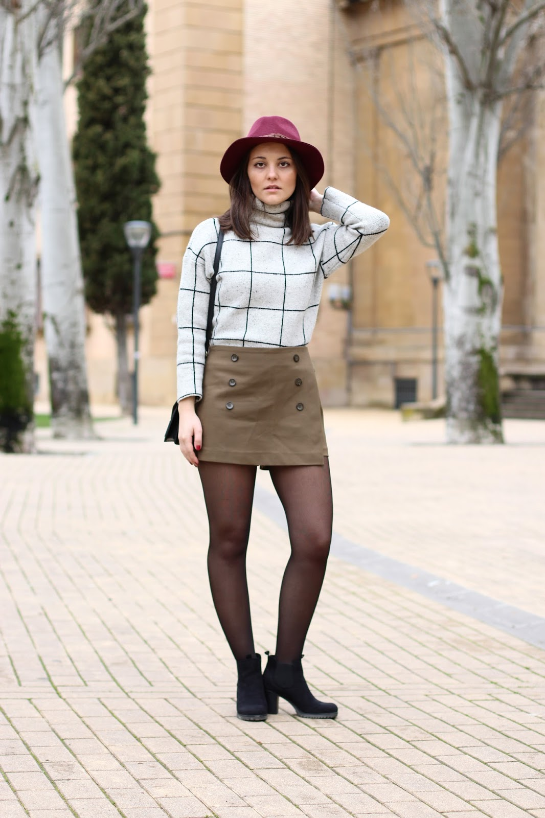 Miss Waters olive green street style blogger Pamplona sheinside