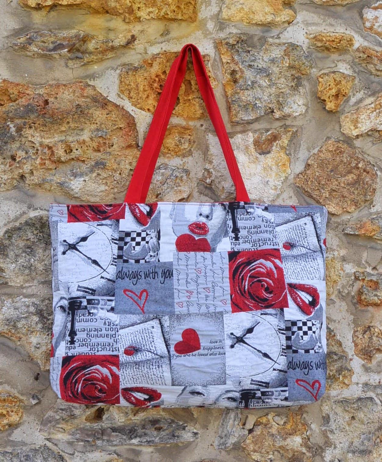 Sac L en tissu jacquard, grosse capacité de rangement, plage ou shopping.  poche intérieure zippée. Rouge et bisous glamour saint valentin.