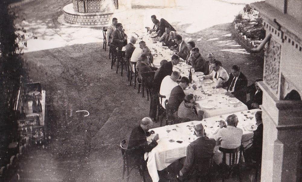 Comida de empresa, lugar desconocido, años 40