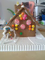 gingerbread house, Christmas, craft, craft with children, Christmas crafts, Christmas crafts with children, decorate, Christmas decorations, gingerbread