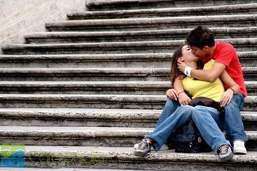 Tips Berciuman Dengan Hot, Penuh Kasih Sayang Dan Memuaskan