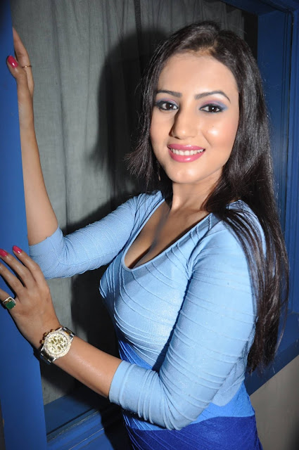 Desi-girl-anu-smruthi-latest-hot-image