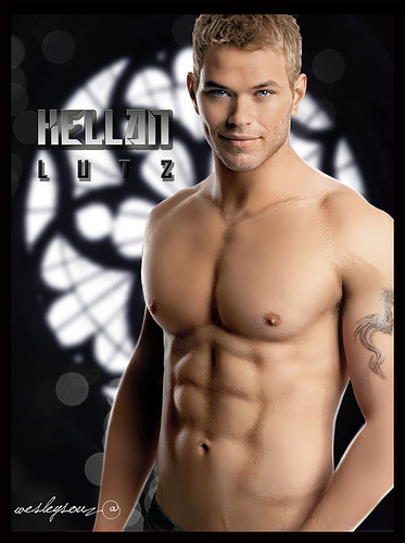 Kellan Lutz Lutz is 6'1