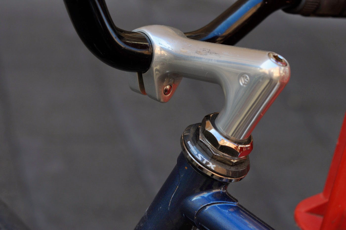 Bespoke, custom, Tim Macauley, The Biketorialist, The Light Monkey Collective, Adelaide, Leigh St, bicycle, fixed speed, fixie, bike, setup, sr, headstem, lugging, lugs, headset