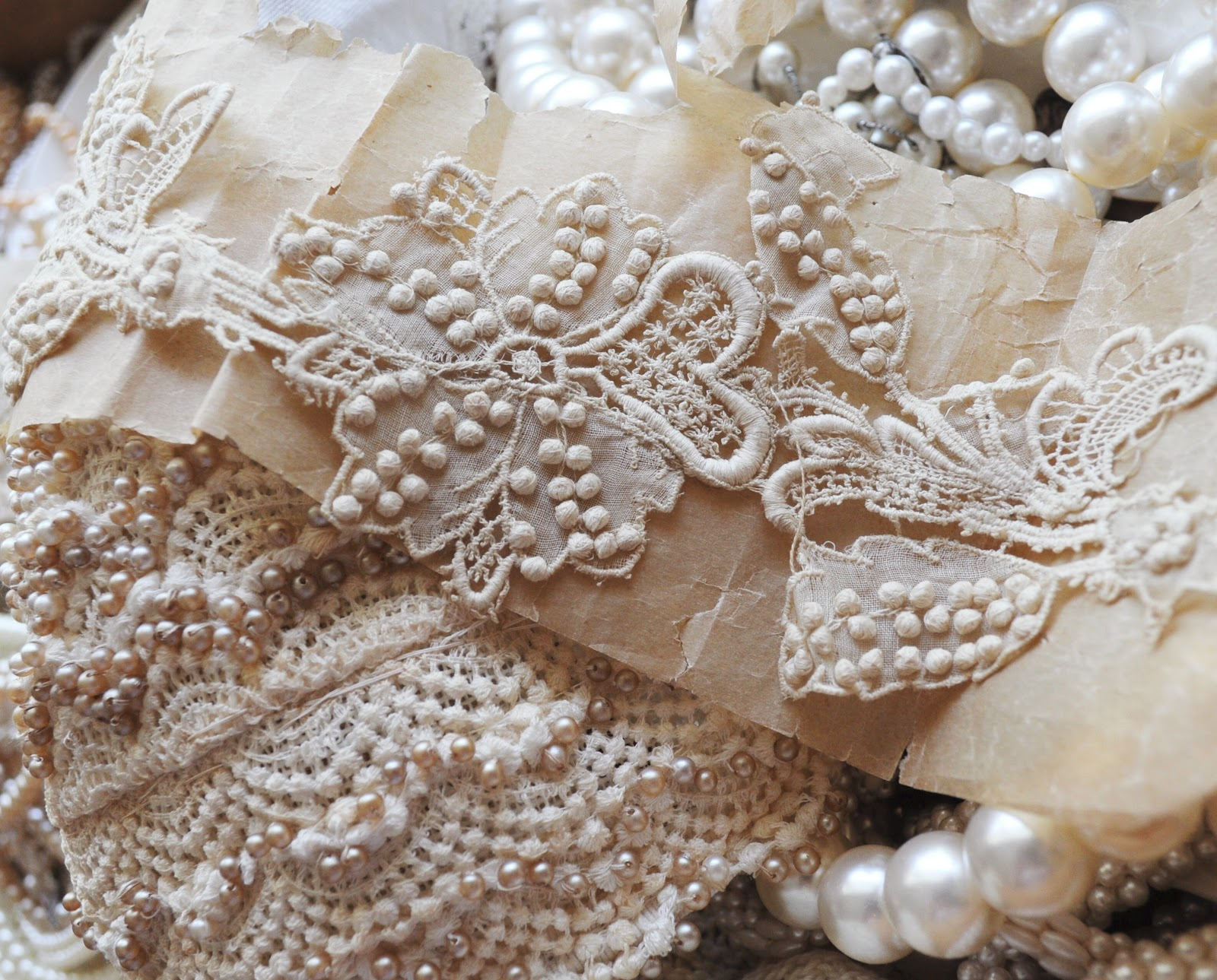 Pearls amp Lace Wallpaper  WALLPAPERS!  Pinterest  Pink