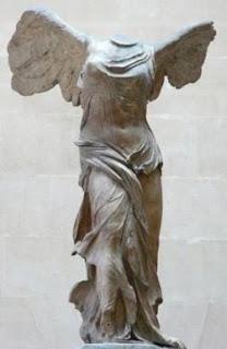 Victoria de Samotracia en París, museo del Louvre. Escultura Helenística. Escultura griega. La Sabiduria de Grecia.