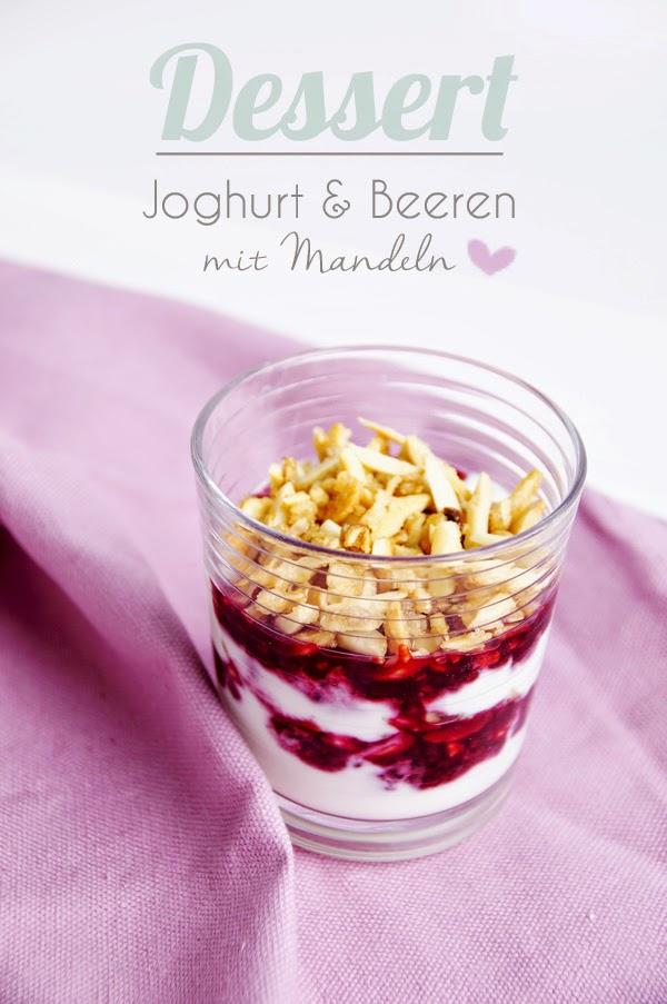 Rezept Nachtisch Joghurt mit Beeren und karamelisierten Mandeln
