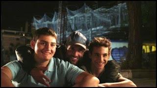 Antonio Bachiller, Daniel Guzmán y Miguel Herrán en el set de A cambio de nada (Daniel Guzmán, 2015)