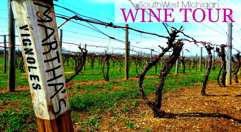 Southwest Michigan Wine Tour #ad #SWMISipStroll