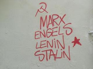 """""""Patriotismo e internacionalismo proletario"""" - texto publicado en Crítica Marxista-Leninista en junio de 2013 - contiene link de descarga de """"Patriotismo e internacionalismo"""", de S. Titarenko, de 1950 - Interesante MELS+-+Graffiti"""