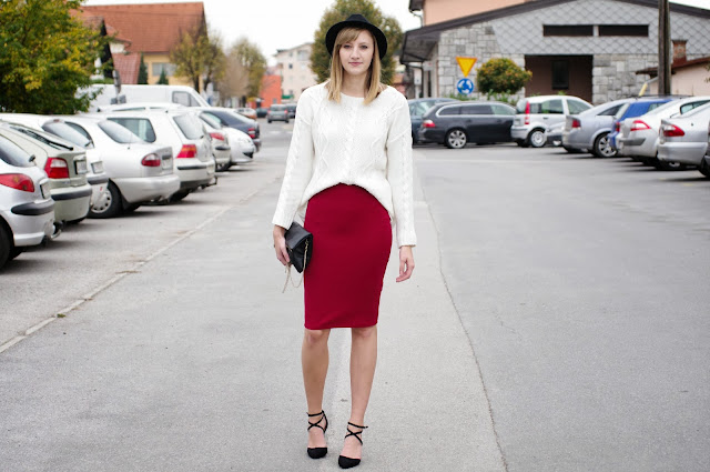 red midi skirt zara, asos strappy heels new, h&M clutch bag black, white knitwear sweater knitted, wool fedora hat, how to wear hat, midi hairstyle medium, red and white outfit, fashion trends midi skirt, fashion blogger, fashion blog