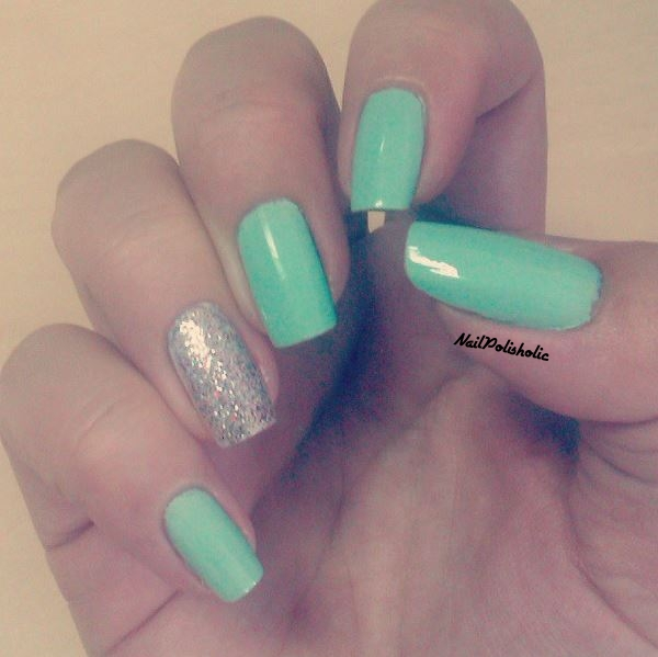 Mint Green With A Sparkling Accent Nail Design Nail Polisholic