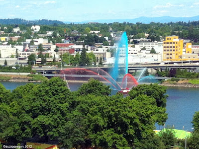 Portland fire boat greeting Rose Festival Fleet