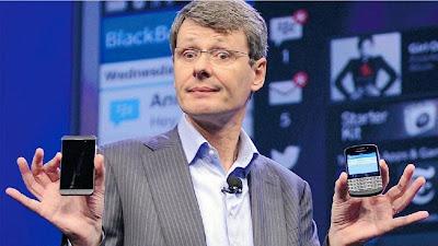 (Washington, 4 de noviembre. EFE)- La firma canadiense Blackberry anunció hoy queabandonó su plan de venta y reemplazará a su ejecutivo principal, y que recibirá 1.000 millones de dólares en inversión encabezada por su mayor accionista. Un comunicado de BlackBerry señaló que Fairfax Financial Holdings, que detenta el 10 por ciento de las acciones, y otros inversionistas capitalizarán la empresa, de la cual saldrá el ejecutivo principal Thorsten Heins. En transacciones antes de la apertura de los mercados la cotización de las acciones de BlackBerry cayó casi un 19 por ciento. BlackBerry informó asimismo que John Chen, quien ha sido