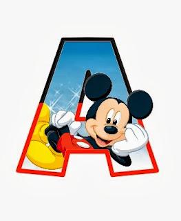 Alfabeto de personajes Disney con letras grandes A Mickey.