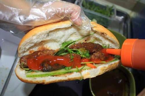 (Bánh Mì Thịt Bò Nướng) - Grilled Beef with Bread