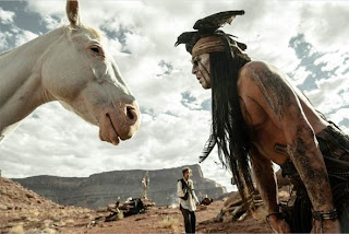 """Cena do filme """"O Cavaleiro Solitário"""""""