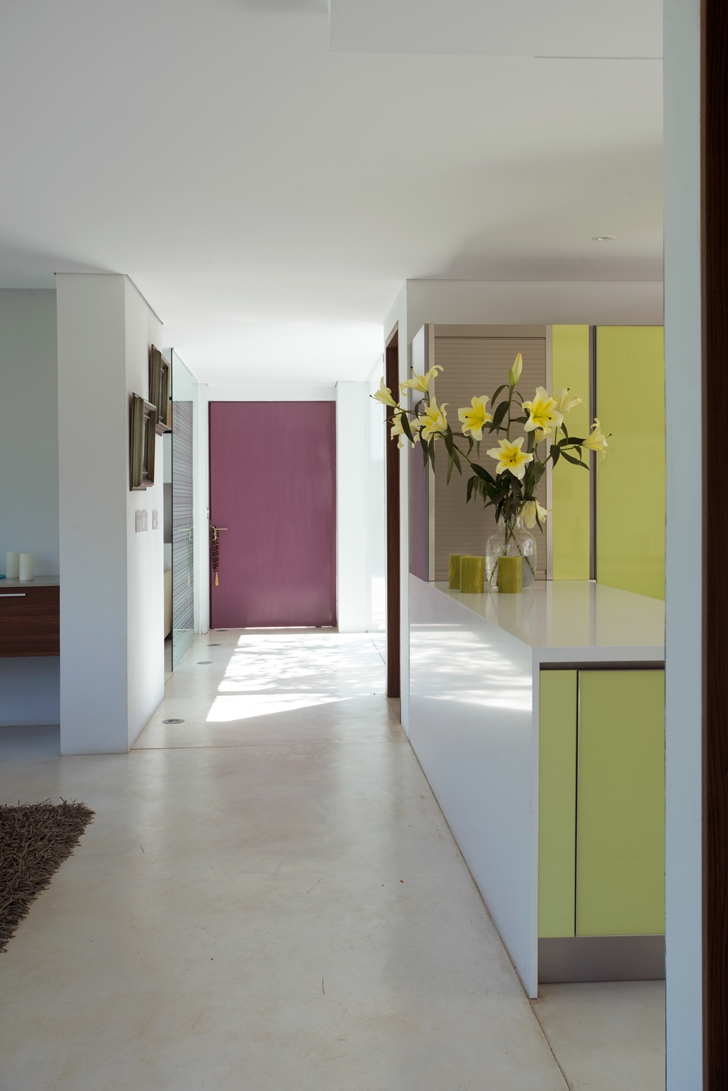 Purple doors in the Casa del Viento by A-oo1 Taller de Arquitectura