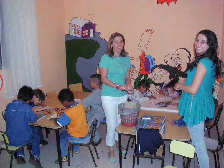 Professores em ação- sala do Jardim