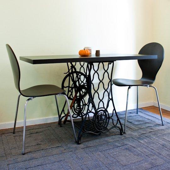Mesas de comedor y desayunadores hechos con bases de for Hacer una mesa con una puerta